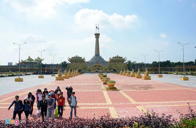 Đền thờ dát vàng phục vụ khách miễn phí ở Khu du lịch Đại Nam - Ảnh 4