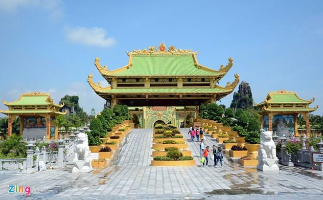 Đền thờ dát vàng phục vụ khách miễn phí ở Khu du lịch Đại Nam - Ảnh 7