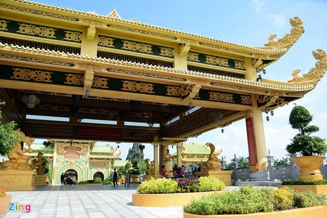 Đền thờ dát vàng phục vụ khách miễn phí ở Khu du lịch Đại Nam - Ảnh 8
