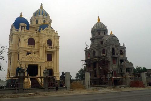 Đại gia Việt xây lâu đài, khoe tiền trăm tỷ - Ảnh 1