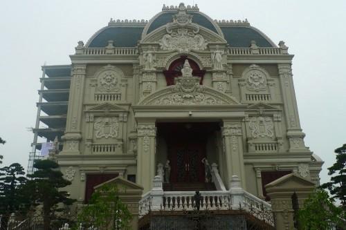 Đại gia Việt xây lâu đài, khoe tiền trăm tỷ - Ảnh 4