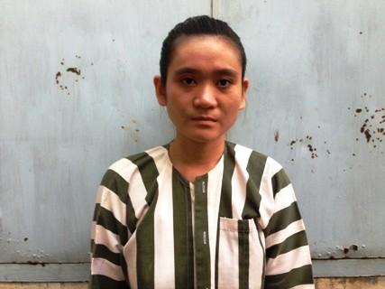 Thiếu nữ tấn công CSGT, quậy trụ sở công an - Ảnh 1