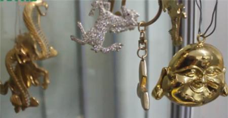 Đại gia Việt rộ mốt dát vàng cho biệt thự - Ảnh 1
