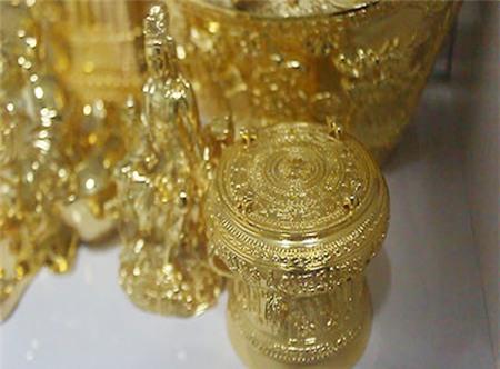 Đại gia Việt rộ mốt dát vàng cho biệt thự - Ảnh 2