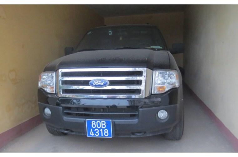 Cận cảnh xe khủng Ford Expedition của GĐ Công an Ninh Bình - Ảnh 1