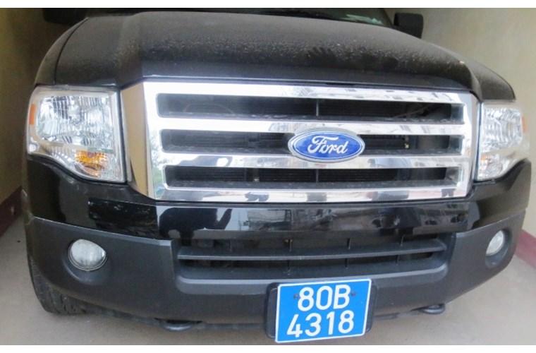Cận cảnh xe khủng Ford Expedition của GĐ Công an Ninh Bình - Ảnh 2