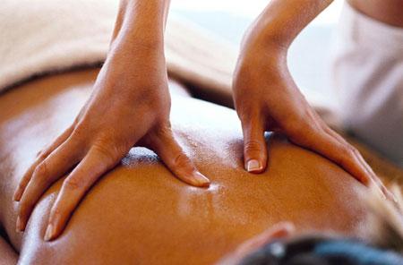 """Mê massage giá bèo, các quý ông sa vào bẫy của """"bầy yêu nữ"""" - Ảnh 1"""