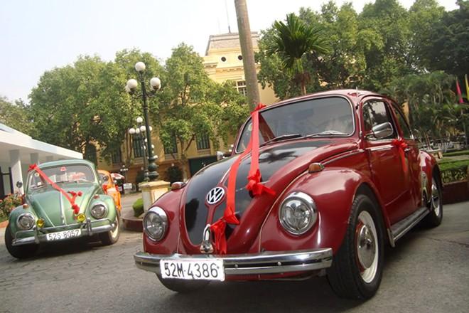 Rộ mốt thuê xe cổ tiền tỷ chụp ảnh cưới, rước dâu ở Sài Gòn - Ảnh 1
