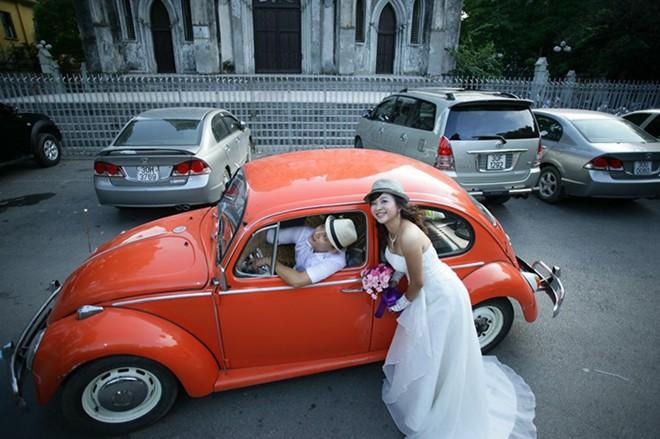 Rộ mốt thuê xe cổ tiền tỷ chụp ảnh cưới, rước dâu ở Sài Gòn - Ảnh 3