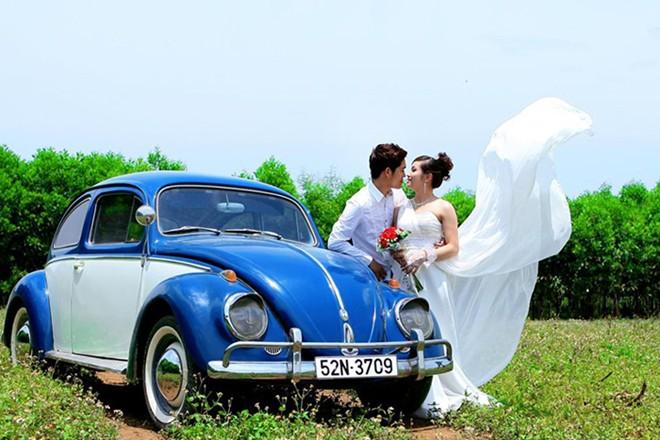 Rộ mốt thuê xe cổ tiền tỷ chụp ảnh cưới, rước dâu ở Sài Gòn - Ảnh 4