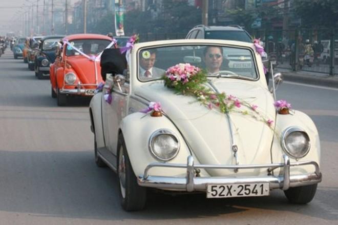 Rộ mốt thuê xe cổ tiền tỷ chụp ảnh cưới, rước dâu ở Sài Gòn - Ảnh 9