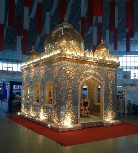 Sững sờ nhà giàu Việt Nam mang đống vàng ra dát nhà - Ảnh 12