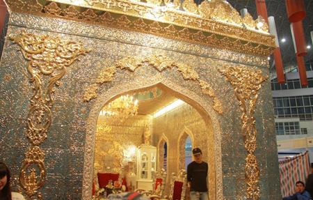 Sững sờ nhà giàu Việt Nam mang đống vàng ra dát nhà - Ảnh 13