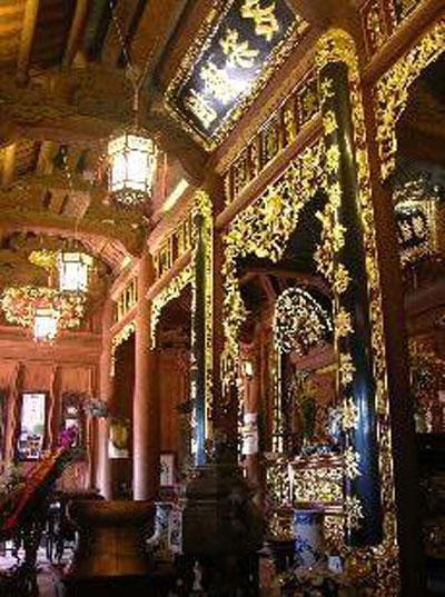 Sững sờ nhà giàu Việt Nam mang đống vàng ra dát nhà - Ảnh 16