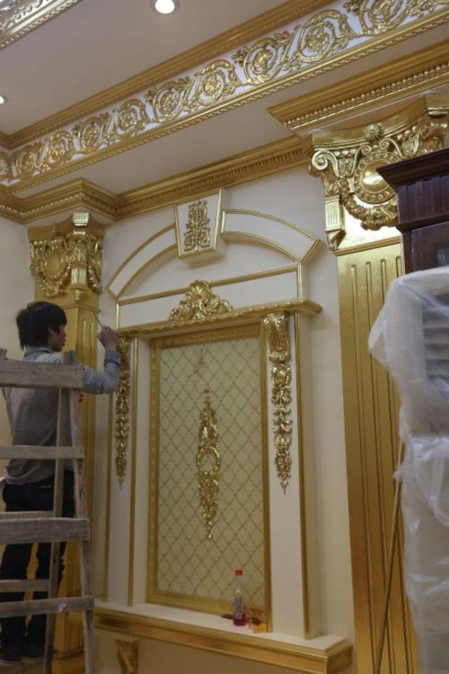 Sững sờ nhà giàu Việt Nam mang đống vàng ra dát nhà - Ảnh 9