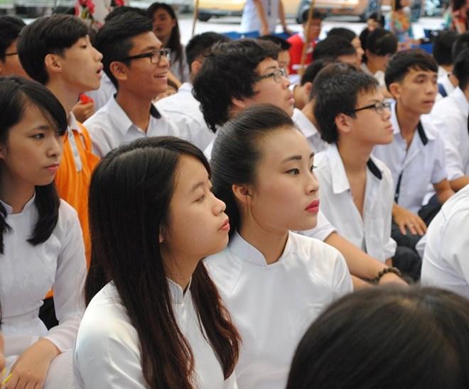 Ngắm nữ sinh trường Đoàn Thị Điểm rạng rỡ ngày khai giảng - Ảnh 1