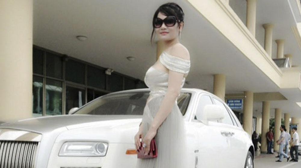 """""""Điểm mặt"""" 4 nữ đại gia Việt đi Rolls–Royce biển """"khủng"""" - Ảnh 4"""