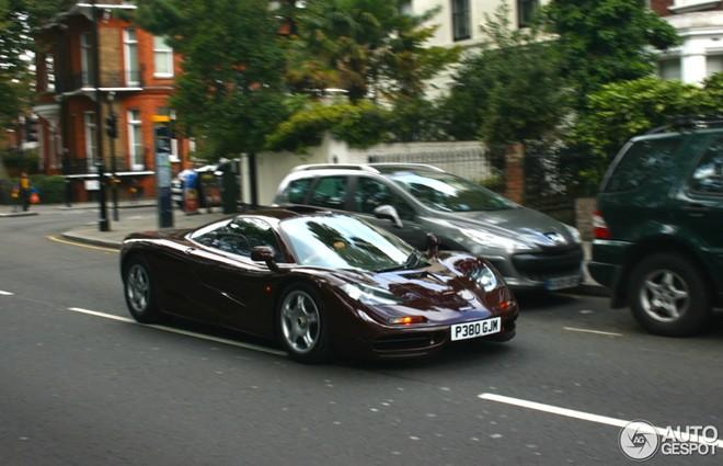 Danh hài đóng Mr.Bean lái siêu xe McLaren F1 hàng hiếm - Ảnh 3