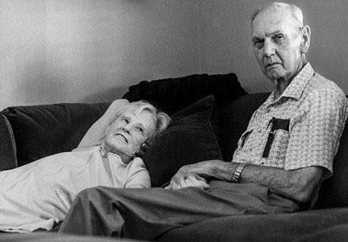 Cặp vợ chồng 62 năm nắm chặt tay nhau tới phút qua đời  - Ảnh 5