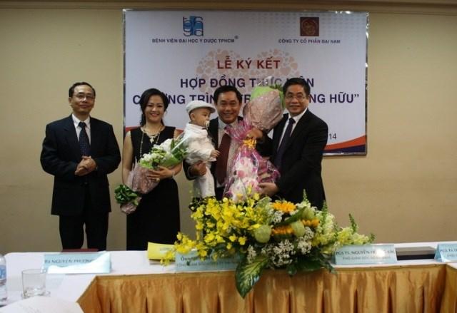 Ông Huỳnh Uy Dũng ủng hộ 1.800 tỷ đồng giúp mổ tim cho trẻ nghèo - Ảnh 1