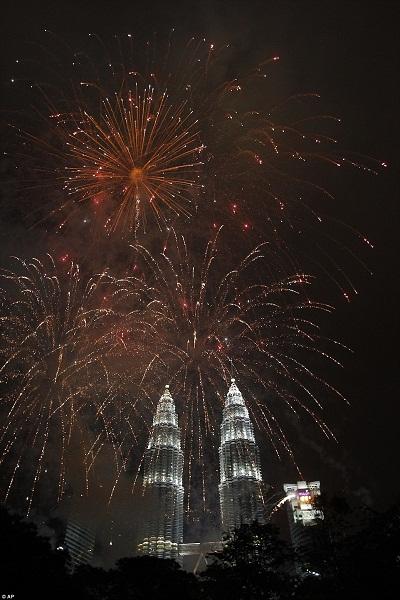 Pháo hoa bung nở khắp thế giới chào đón năm mới 2015 - Ảnh 7