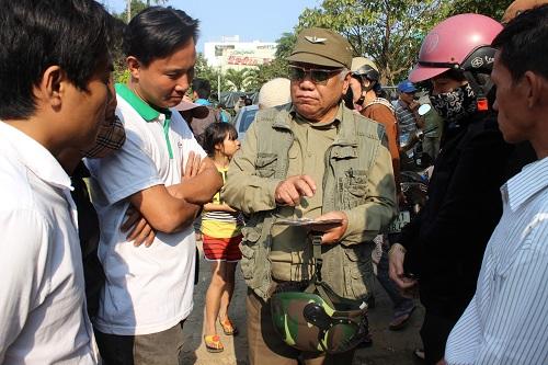 Chùm ảnh: Người dân Đà Nẵng khóc thương ông Nguyễn Bá Thanh - Ảnh 9