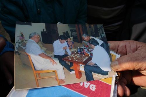 Chùm ảnh: Người dân Đà Nẵng khóc thương ông Nguyễn Bá Thanh - Ảnh 10
