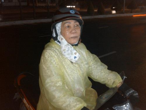Người dân Đà Nẵng khóc thương ông Nguyễn Bá Thanh giữa đêm - Ảnh 5