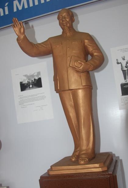 Mẫu tượng đài Chủ tịch Hồ Chí Minh mang vẻ thanh cao, giản dị - Ảnh 2