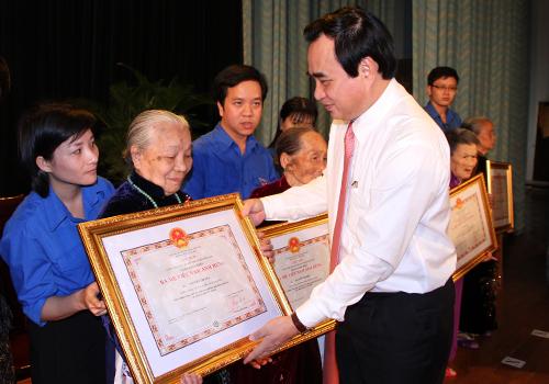 Đà Nẵng: Trao danh hiệu cho hơn 430 mẹ Việt Nam Anh hùng - Ảnh 1