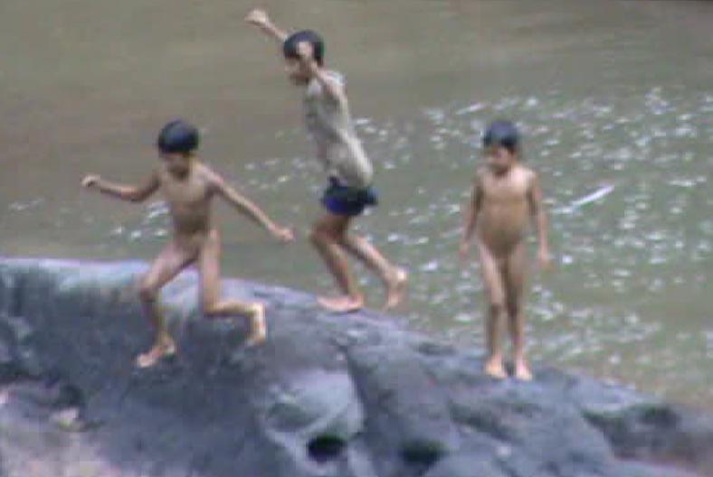 Trẻ tắm sông, phụ huynh thờ ơ và những hiểm họa khôn lường - Ảnh 4