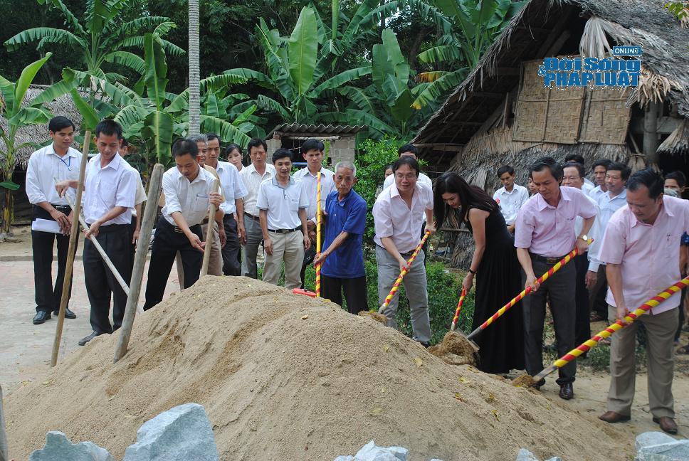 Khởi công xây dựng nhà tình nghĩa tại Hà Tĩnh - Ảnh 2