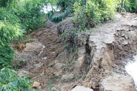 Dân hoang mang vì sạt lở đất nghiêm trọng - Ảnh 3