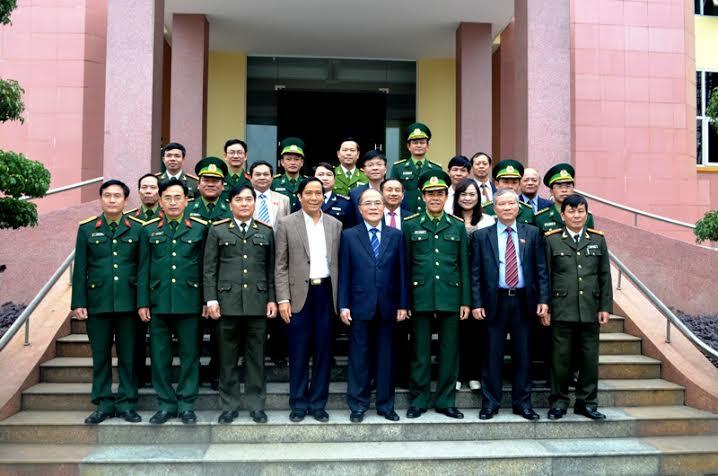 Chủ tịch Quốc hội tiếp xúc cử tri với lực lượng vũ trang Hà Tĩnh - Ảnh 4