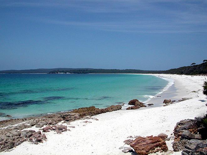 Khám phá 7 bãi biển có màu cát đẹp nhất thế giới - Ảnh 6