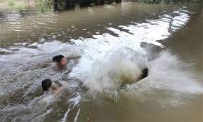 Tắm sông sau buổi tổng kết năm học, 3 nữ sinh chết đuối  - Ảnh 1