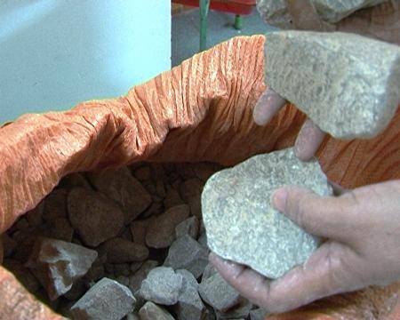 Quảng Bình: Bắt đường dây buôn bán vật liệu nổ khối lượng lớn - Ảnh 2
