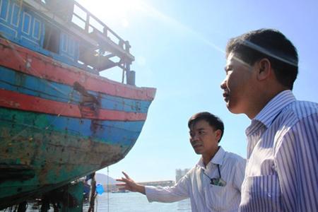 Huyện đảo Hoàng Sa mua lại con tàu bị Trung Quốc đâm chìm - Ảnh 2