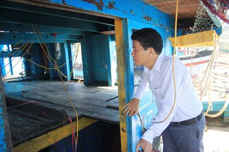 Huyện đảo Hoàng Sa mua lại con tàu bị Trung Quốc đâm chìm - Ảnh 3