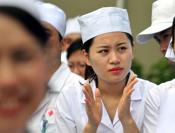 Hàng trăm bác sĩ xếp hình Tổ quốc hướng về biển Đông - Ảnh 3