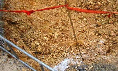 Xúc đất công trình, phát hiện bom 150kg còn nguyên kíp nổ - Ảnh 1