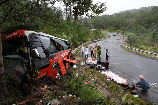 Xem xét công nhận liệt sĩ cho lái, phụ xe quên mình cứu khách - Ảnh 1