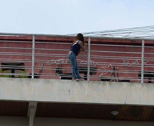 Nghẹt thở giải cứu người phụ nữ đòi tự tử tại khách sạn - Ảnh 1