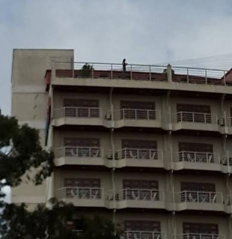 Nghẹt thở giải cứu người phụ nữ đòi tự tử tại khách sạn - Ảnh 2