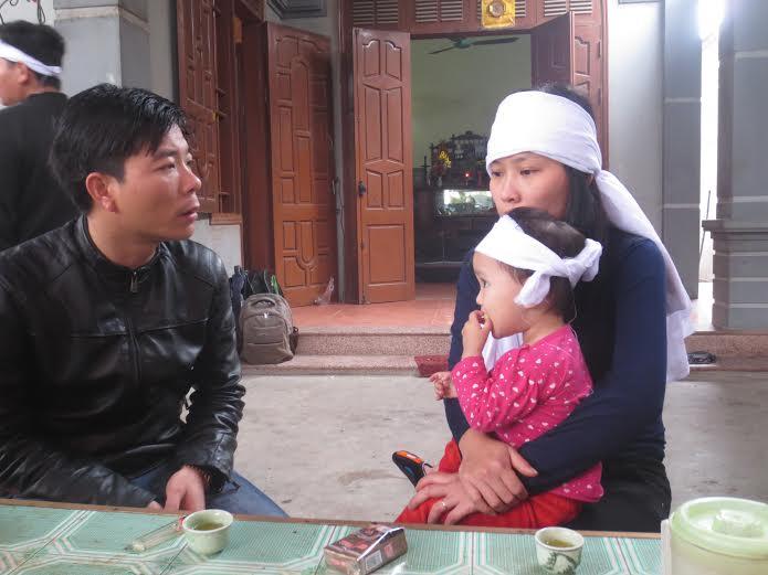 Vụ sập giàn giáo ở Hà Tĩnh: Xót thương cảnh mẹ già con thơ - Ảnh 1