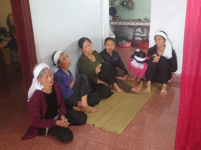 Vụ sập giàn giáo ở Hà Tĩnh: Xót thương cảnh mẹ già con thơ - Ảnh 2