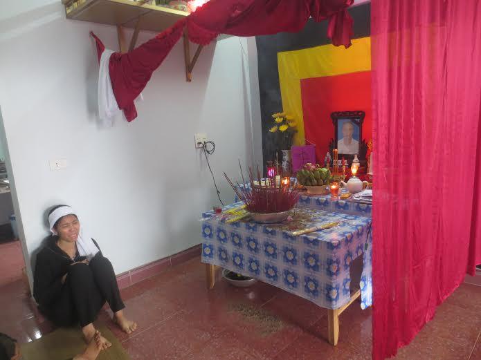 Vụ sập giàn giáo ở Hà Tĩnh: Xót thương cảnh mẹ già con thơ - Ảnh 3
