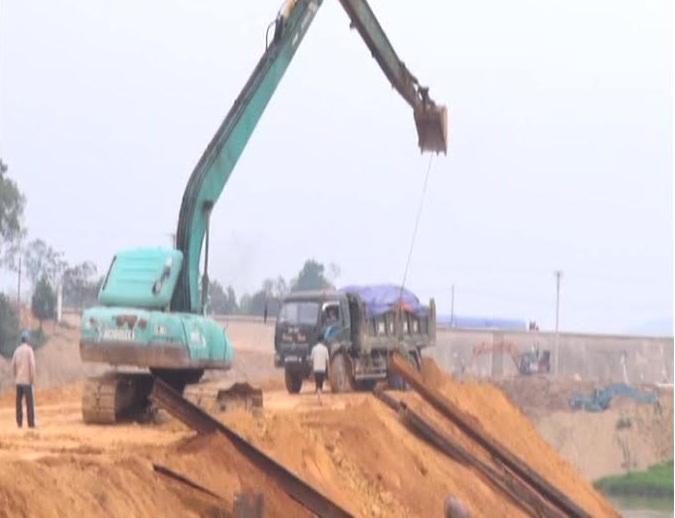 Video: Mất an toàn lao động trên công trường thủy lợi Ngàn Trươi - Ảnh 1