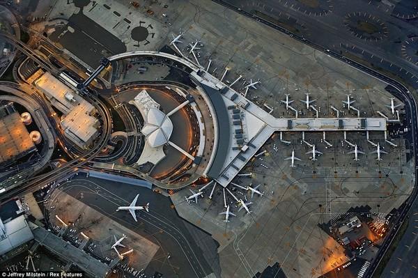 """Giải mã những kí tự """"bí ẩn"""" trên đường băng ở tất cả các sân bay - Ảnh 3"""