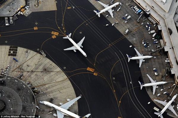 """Giải mã những kí tự """"bí ẩn"""" trên đường băng ở tất cả các sân bay - Ảnh 4"""